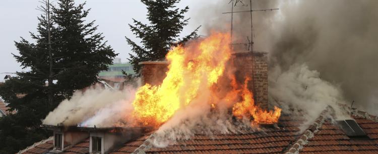 Feu de cheminee danger feu toiture
